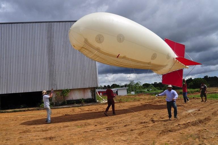 Jose Fuentes balloon deployed Feb '14 Brazil